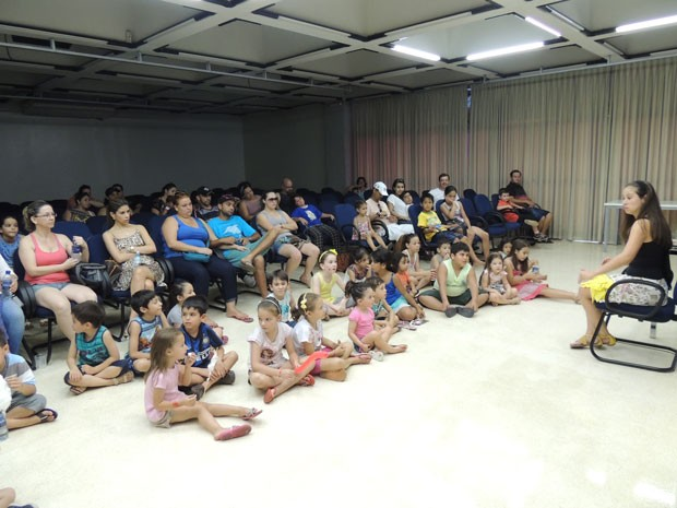 Contação de histórias levou um mundo de fantasia para a criançada (Foto: Divulgação/RPC TV)