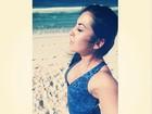 Priscila Pires acorda cedo para malhar e faz selfie na praia