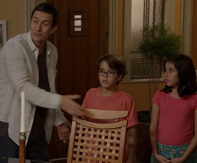 Em cena: Luís com Joaquim e Nina, interpretados por Bernardete Wilhelm e Xande Valois (Foto: TV Globo)