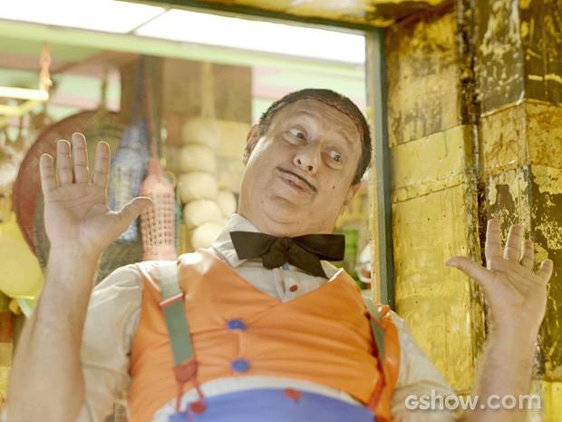 Giácomo se anima em arrumar substituto para Viramundo (Foto: Meu Pedacinho de Chão/TV Globo)