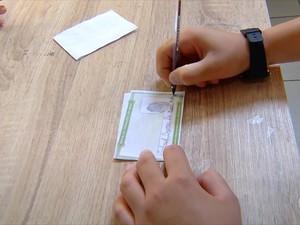 Alunos tiraram título de eleitor fictício  (Foto: Reprodução/Inter TV Cabugi)