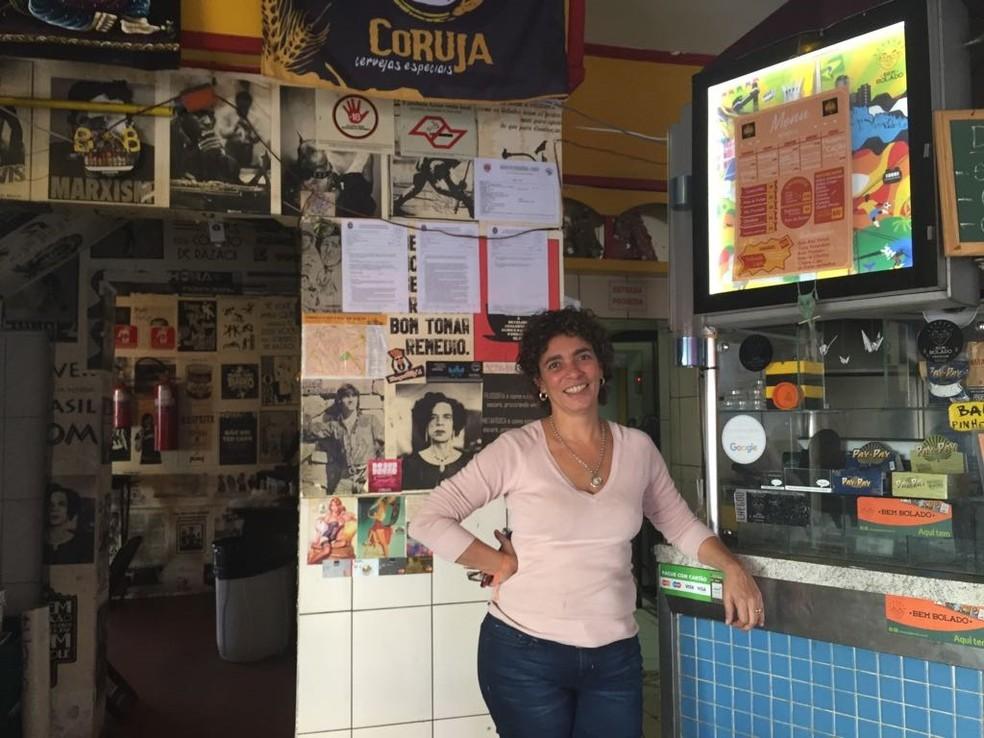 A operadora de caixa Fernanda Moraes acha a mudança negativa (Foto: Paula Paiva Paulo/G1)