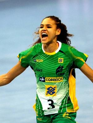 Alexandra Nascimento jogo handebol Brasil e Hungria (Foto: AP)