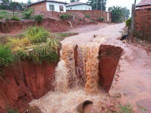 Cerca de 40 famílias estão desabrigadas. (Foto: Jota Reis e Devanir Dias)