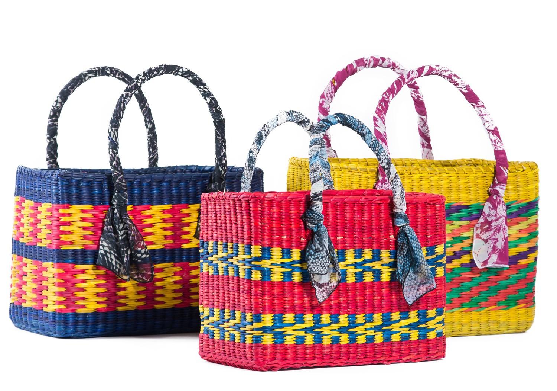 d119dd14db Animale e Nannacay lançam bolsas artesanais coloridas e em edição limitada  para o verão 2015