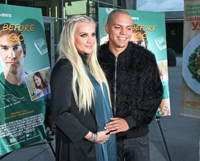 Ashlee Simpson e o marido, Evan Ross, em première em Los Angeles, nos Estados Unidos (Foto: David Buchan/ Getty Images/ AFP)