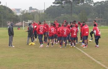Autuori mostra preocupação com defesa e pede reação do Atlético-PR