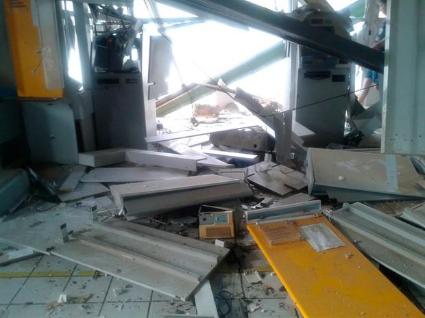Agência do Banco do Brasil em Santana do Matos ficou destruída com a força da explosão (Foto: Divulgação/Polícia Militar do RN)