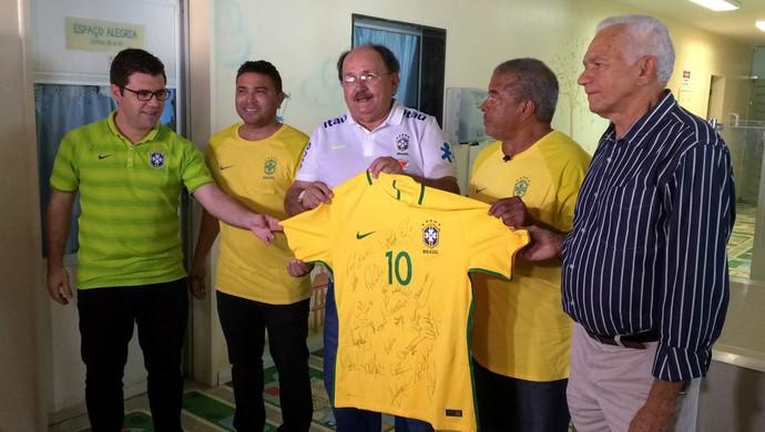 091f73d1238a2 RN - camisa seleção brasileira Souza Jairzinho - Hospital Varela Santiago  (Foto  Heloísa Guimarães