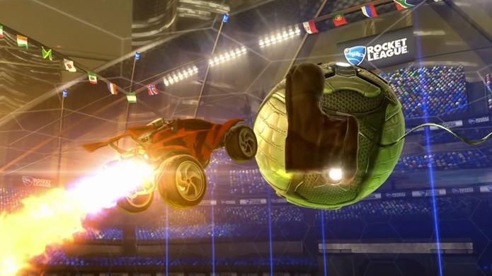No modo Rumble de Rocket League uma bota pode vir atrapalhar sua jogada perfeita (Foto: Reprodução/YouTube)
