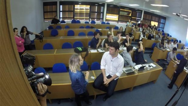 Painel RPC deste sábado (17) mostra um professor que inovou na aula de Direito Constitucional (Foto: Reprodução/RPC)
