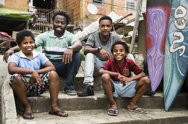 'Cidade dos homens': Laranjinha (Darlan Cunha), Acerola (Douglas Silvs), Davi (Luan Pessoa) e Clayton (Carlos Eduardo) (Foto: Globo/Mauricio Fidalgo)