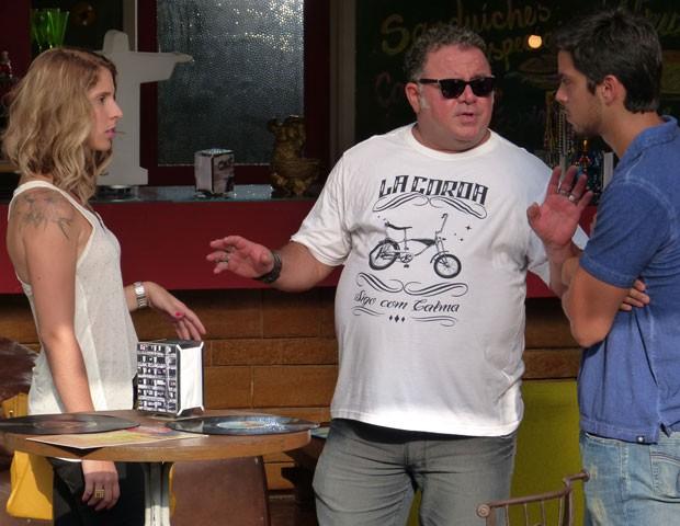 Elisa discute com Bruno no Misturama e Nando tenta acalmar os ânimos (Foto: Malhação / TV Globo)