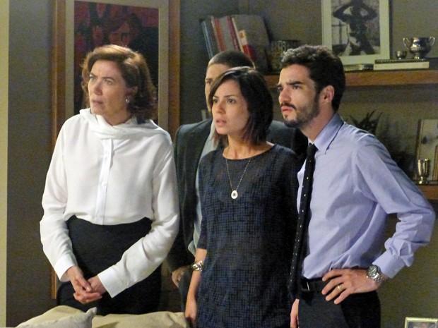 Marta e os filhos ficam revoltados ao saberem que Cris irá assumir o comando da Império  (Foto: Gshow)