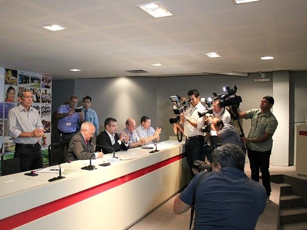 A assinatura da mensagem governamental ocorreu no auditório da sede do Governo do Estado (Foto: Adneison Severiano/G1 AM)