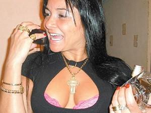 Tiazinha da Rocinha gostava de ostentar joias em fotos postadas em redes sociais (Foto: Divulgação/ Polícia Civil)