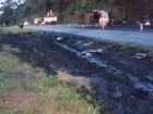 Carreta com piche explode na BR-153 e deixa mortos em Prata, MG