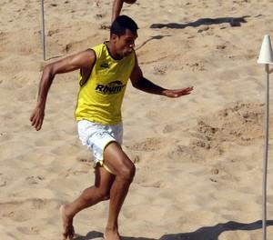 laerte, treino do macaé na praia (Foto: Tiago Ferreira / Divulgação)