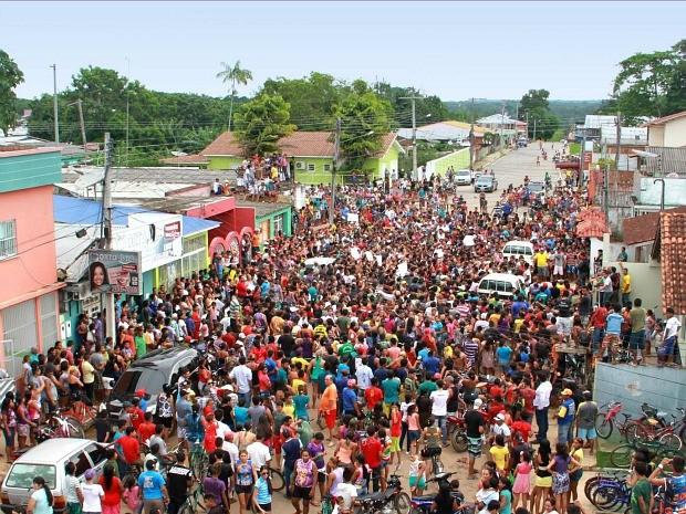 Cerca de 10 mil pessoas participaram do protesto (Foto: Edmar Barros/VC no G1)