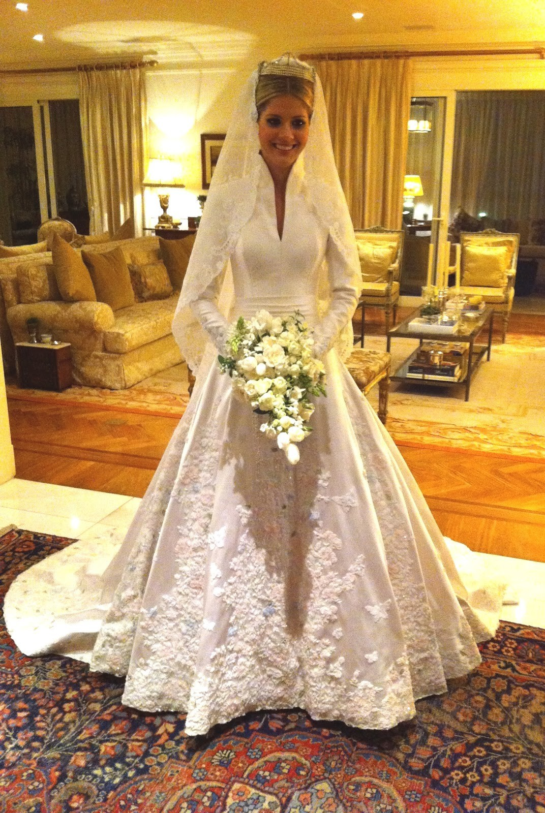 O vestido de noiva de Lala Rudge foi assinado por Sandro Barros (Foto: reprodução/Instagram)