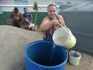 Rafaela lembra da última vez que viu Jucazinho com água em Surubim (Foto: Joalline Nascimento/G1)
