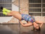 Ex-BBB Jakeline Leal vira adepta do pole dance e se prepara para competir
