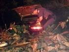Carro em fuga cai em ribanceira e PM apreende quase 5kg de maconha