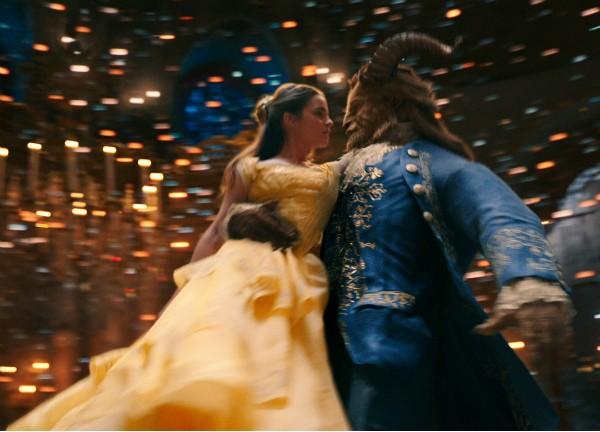 A atriz Emma Watson e o ator Dan Stevens em cena de A Bela e a Fera (Foto: Reprodução)