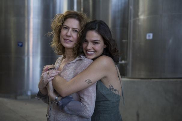 Patricia Pillar e Isis Valverde (Foto: Estevam Avellar / TV Globo)