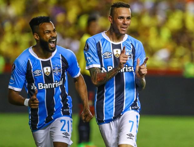 Luan e Fernandinho contra o Barcelona-EQU