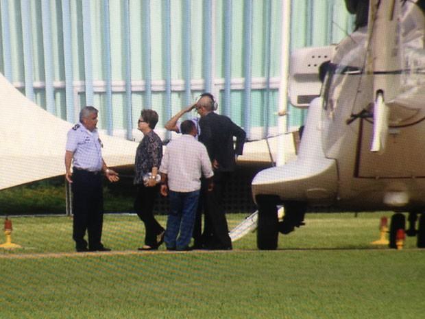 Presidente desembarcou no Palácio da Alvorada às 16h45 neste domingo (2). (Foto: Reprodução/TV Globo)