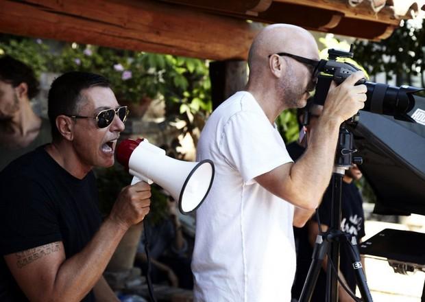 Stefano Gabbanna e Domenico Dolce são stylist e fotógrafo, respectivamente, da campanha de verão 2013 da Dolce&Gabbana (Foto: Reprodução)