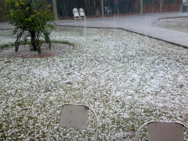 pedras para jardim em sorocaba:Pedras de gelo cobriram jardim de clube no bairro Moreninhas. (Foto