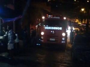 Casa onde família foi morta foi incendiada e os bombeiros acionados (Foto: Divulgação/Polícia Civil)