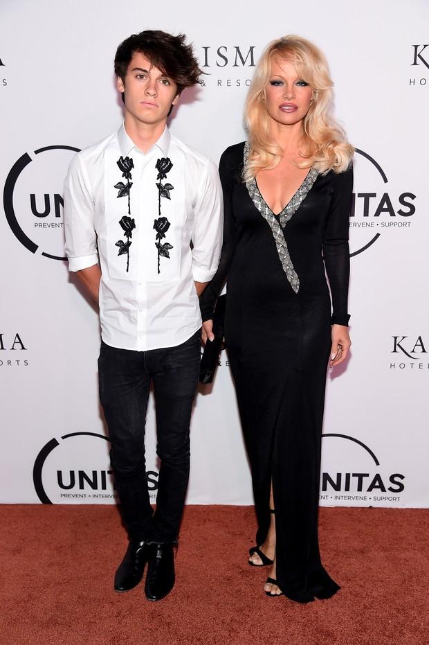 Dylan Jagger Lee e Pamela Anderson em evento em Nova York, nos Estados Unidos (Foto: Michael Loccisano/ Getty Images/ AFP)