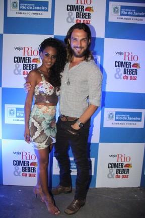 Igor Rickli e Aline em premiação no Rio (Foto: Thiago Mattos/ Ag. News)