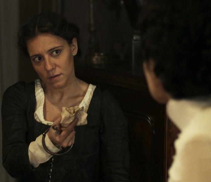 Anita se vinga de Rubião e entrega segredo à Joaquina (Foto: TV Globo)