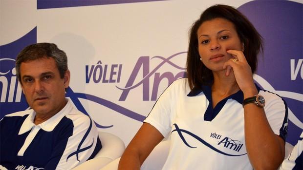 José Roberto Guimarães e Waleska na apresentação do novo time feminino de vôlei de Campinas (Foto: Murilo Borges/Globoesporte.com)