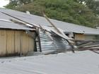 Chuva e ventania derrubam parte do teto do mercadão de Itapetininga