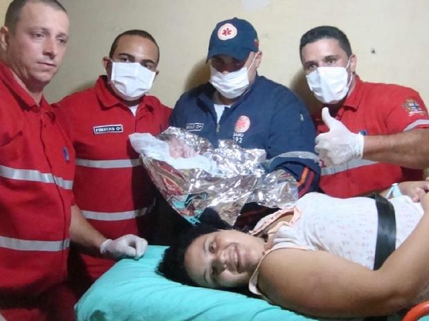 Raiane foi socorrida ao hospital junto com Ana Lívia (Foto: Ananda De Veza/Divulgação)