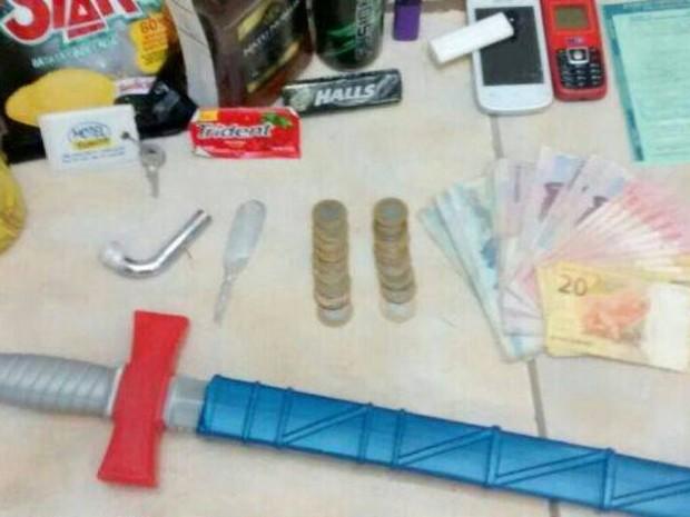 Casal roubou objetos de frigobar e dinheiro após assalto a motel em Içara (Foto: PM/Divulgação)