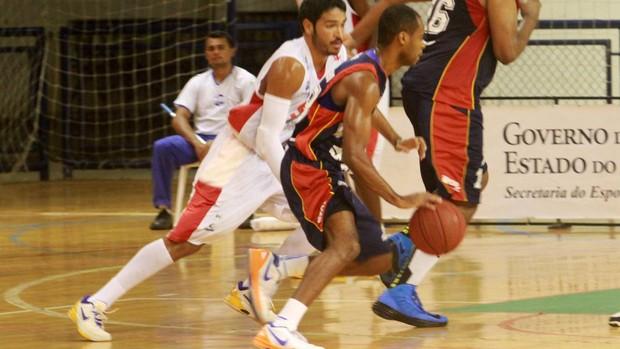 Nezinho anotou 40 pontos na vitória sobre o basquete cearense, na prorrogação (Foto: Divulgação/NBB)