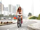 Mariana Mesquita, de 'Mulheres Ricas', mostra boa forma em ensaio para o EGO em praia no Rio