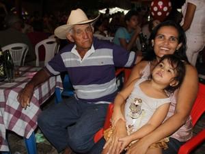 Professora Francisca Barros diz que família aproveita festejo para confraternizar (Foto: Patrícia Andrade)