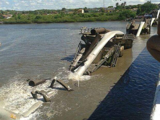 Ponte era bastante antiga e pode não ter suportado peso (Foto: Divulgação/André Amorim)