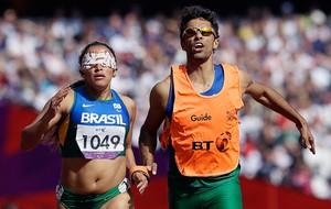 Terezinha Guilhermina paralimpíadas 400m  (Foto: AP)