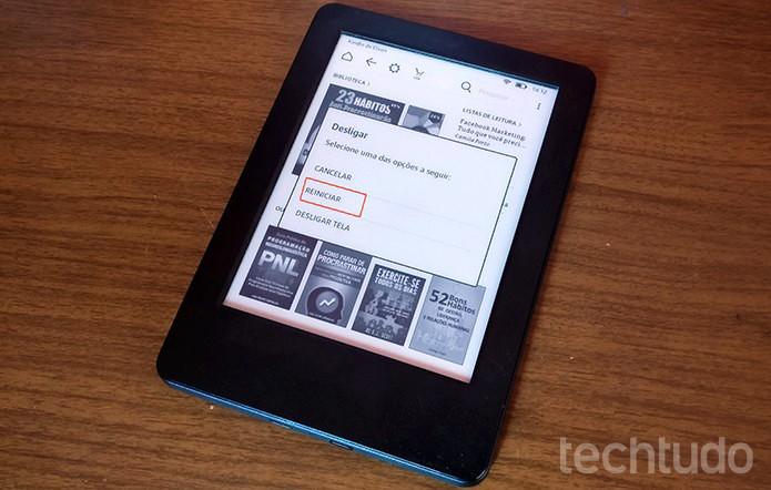 Kindle mostrará caixa de diálogo com a opção de reiniciar dispositivo (Foto: Elson de Souza/TechTudo)