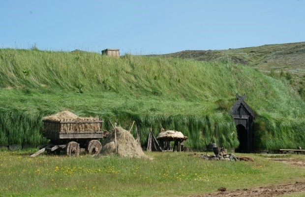 1 Reconstituição da fazenda Stöng, soterrada por cinzas do vulcão Hekla em 1104.  (Foto: © Liana John)