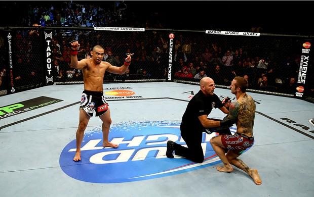 UFC  Eddie Wineland e Renan Barao (Foto: Agência Getty Images)