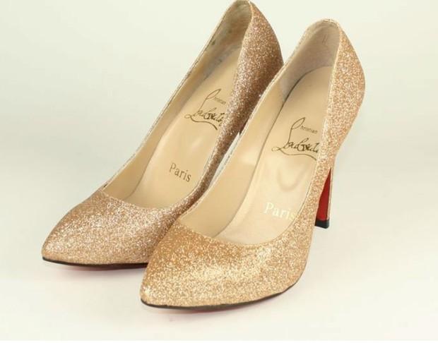 Sapato Louboutin com gliter dourado (Foto: Reprodção/Internet)